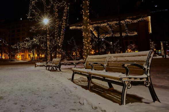 photo-of-snow-covered-benches-in-the-park-764562